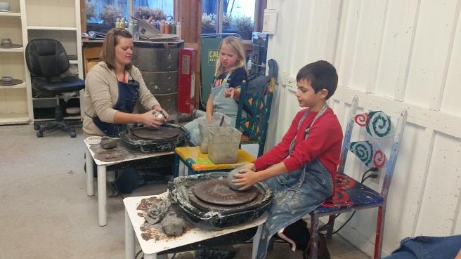 kids-make-pottery