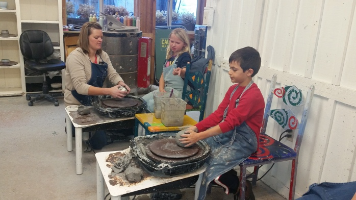 kids-make-pottery