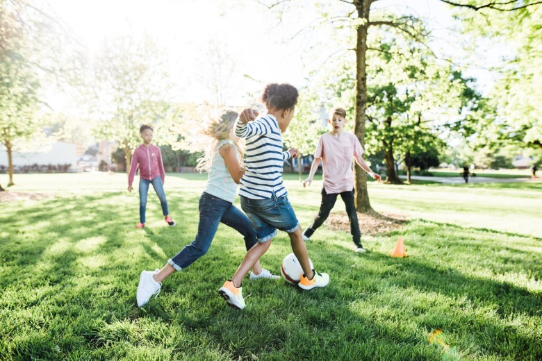 kids-playing-soccer-198aa7ae37541340fa96cd95e2f2d032